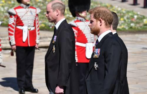 """Spunta la verità sul funerale: """"William non ha voluto camminare accanto a Harry"""""""