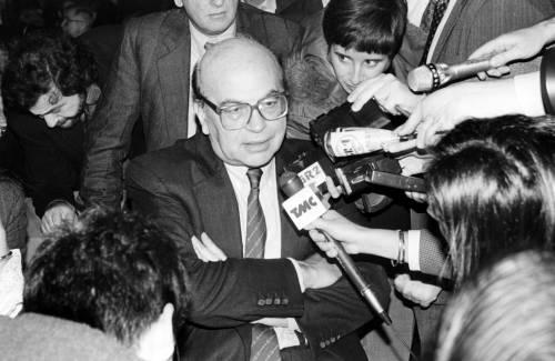 Craxi, la fine della politica in due giorni di monetine