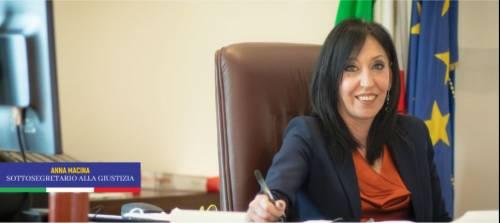 """""""Ha visto il video di Grillo Jr?"""". Salvini chiede le dimissioni della sottosegretaria"""