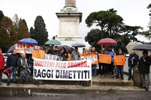 A Roma cimiteri pieni. E chi si lamenta può finire pure denunciato