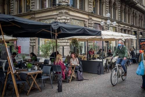 Il ritorno dell'Italia in giallo: caffè al tavolo e a cena fuori. Promossi i mezzi pubblici