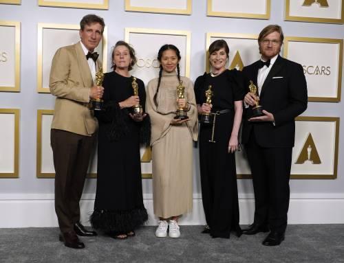 """Oscar super corretti. Nella notte senza Italia stravince """"Nomadland"""" lanciato a Venezia"""