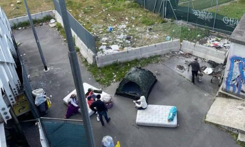 Milano sprofonda nel degrado: l'accampamento rom della vergogna