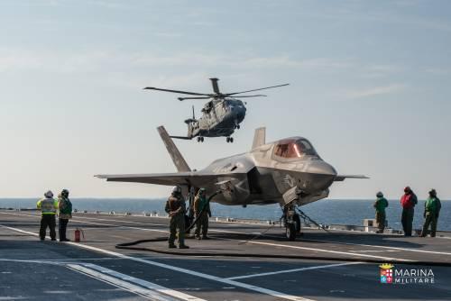 Nave Cavour rientra a Taranto abilitata a utilizzare gli F-35B