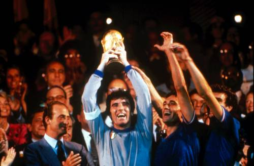 """Dino Zoff: """"Ecco chi è il portiere più forte. Questa è stata la mia parata più importante..."""""""