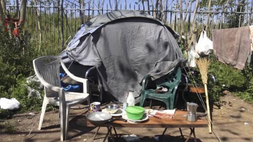 Migranti irregolari e rom: il camping clandestino nella villa archeologica