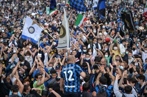 """""""Potevi aprire lo stadio"""": rissa Salvini-Sala sulla festa Inter"""