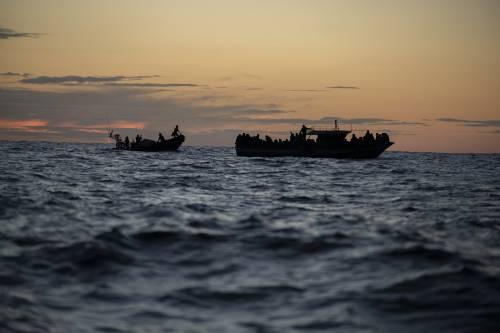 A Lampedusa sbarcano in 1.400: isola al collasso. In Libia scalpitano altri cinquantamila