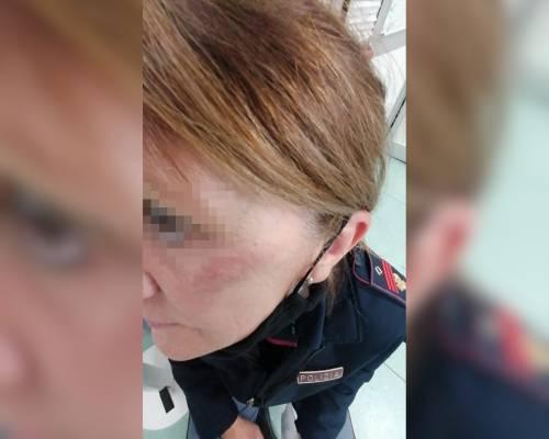 Calci e pugni contro l'agente: la furia della donna durante il controllo anti Covid