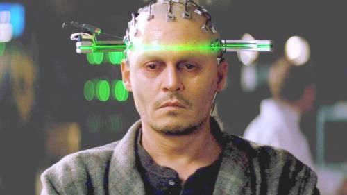 Transcendence, il film del 2014 che prevede l'arrivo di un virus nel 2021