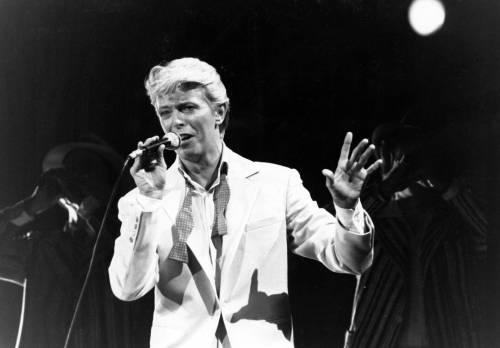 Un viaggio spaziale sulle tracce artistiche di David Bowie