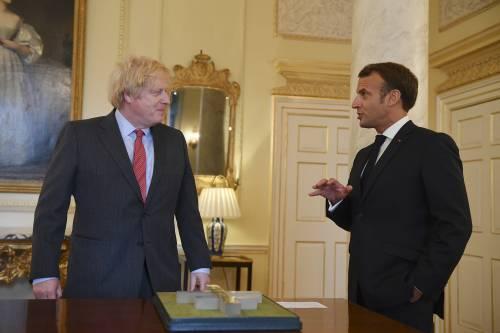 Cosa c'è dietro lo scontro tra Johnson e Macron