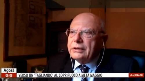 """""""Vaccini poco efficaci"""", """"Non è vero"""": rissa tra Galli e Burioni"""