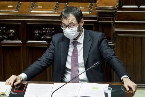 """Grillini in tilt tra Patuanelli e il caso Formigoni. M5s e Pd, pressing per legge """"salva Napoli"""""""