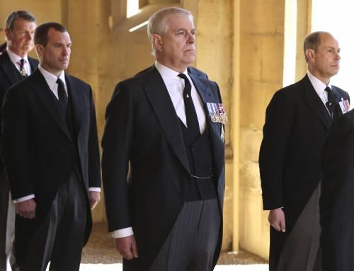 """Il principe Filippo deluso dal figlio Andrea: """"Lo aveva avvertito sugli squallidi miliardari"""""""