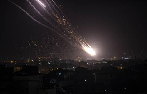 Bombe su Gaza, razzi su Tel Aviv: guerra tra Hamas e Israele
