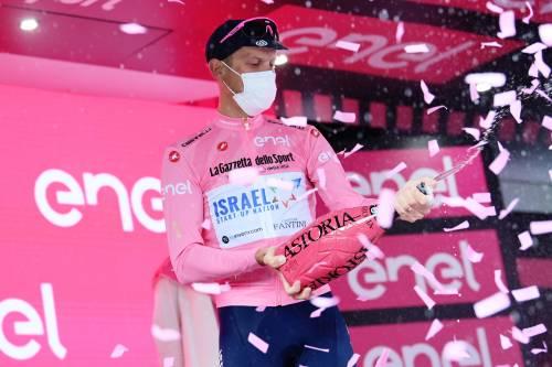 """In un Giro """"straniero"""" De Marchi colora la maglia rosa di giallo"""