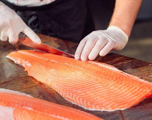 Ecco il trucco per riconoscere se il salmone è buono