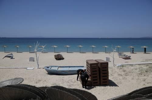Rimini, 15enne denuncia violenza di gruppo in spiaggia