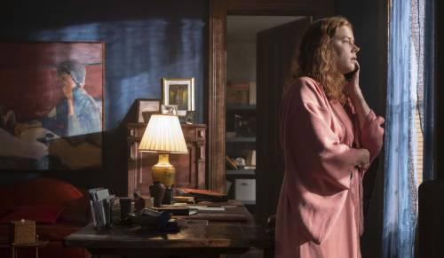 """""""La donna alla finestra"""", film alla Hitchcock, spreca un cast stellare"""