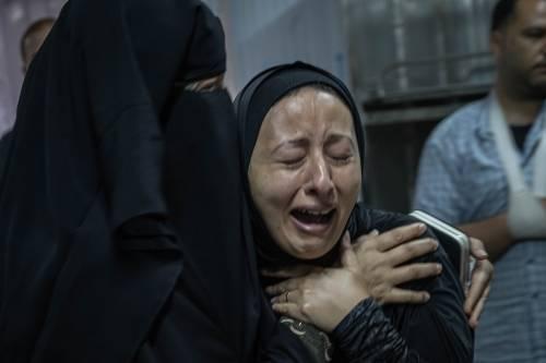 """Gaza, 200 vittime sotto i raid. """"Vendicheremo i bimbi uccisi"""""""