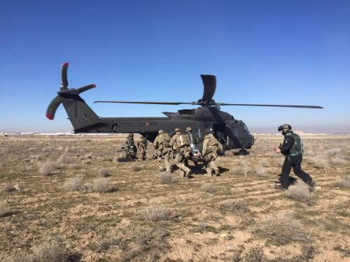 In prima linea con l'esercito: così si salvano i feriti