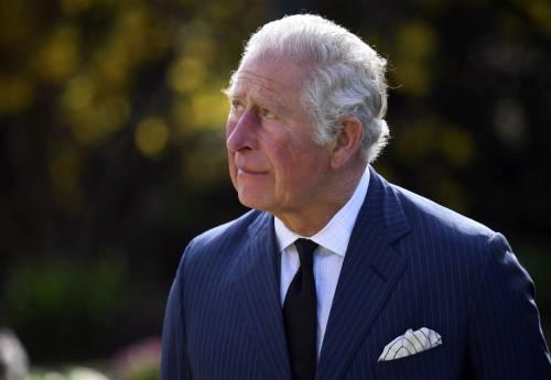 La Corona è senza soldi: Carlo usa i turisti per recuperare