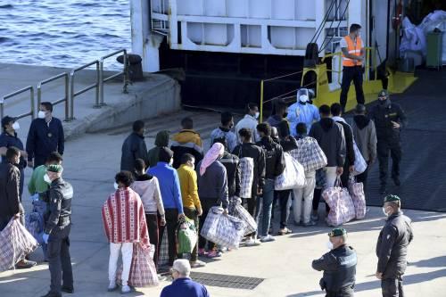 Quei 177 migranti nella tendopoli con il reddito di cittadinanza