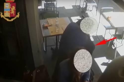 Il trucco della giacca: così i ladri ti derubano al bar