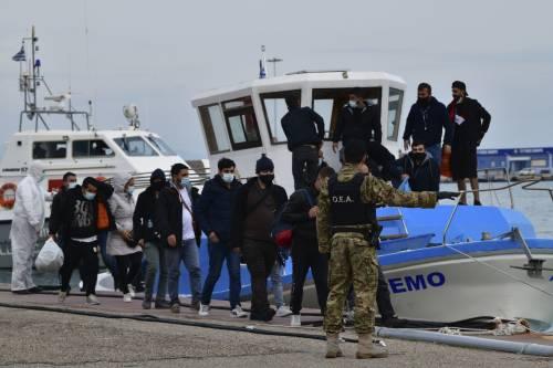 """I """"cannoni sonori"""" per respingere i migranti: come funzionano"""