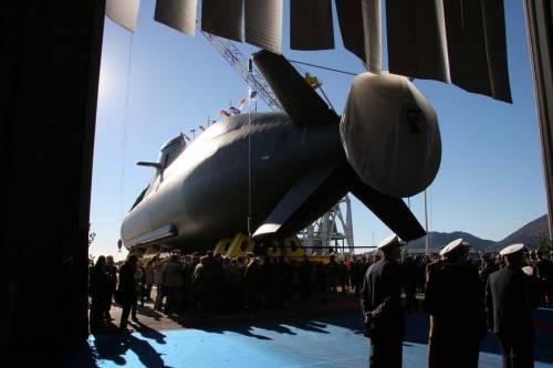"""Navi, missili, sottomarini: le """"armi"""" dell'Italia all'estero"""
