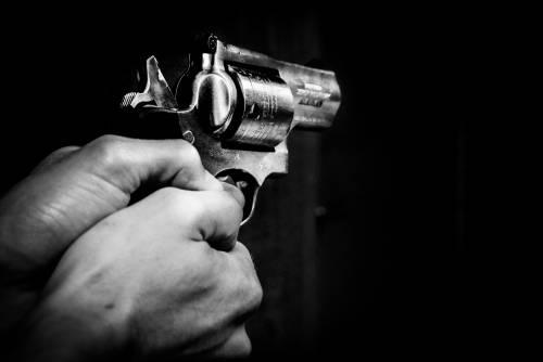 Sorprende i ladri: ucciso in casa con un colpo di pistola
