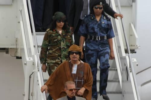 La mossa di Macron in Libia: restituirà a Tripoli il jet appartenuto a Gheddafi
