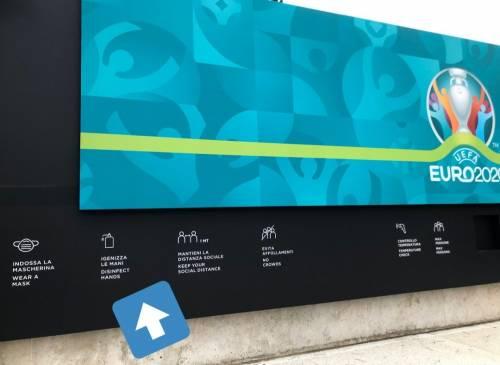 """Dopo """"Azelio"""" un altro scivolone a Roma: cosa non torna sul cartello di Euro 2020"""