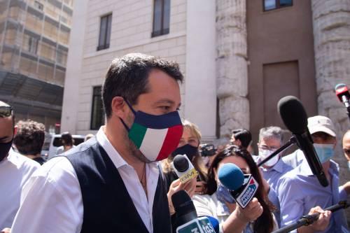Migranti e poteri al governo. Salvini punge due volte Draghi