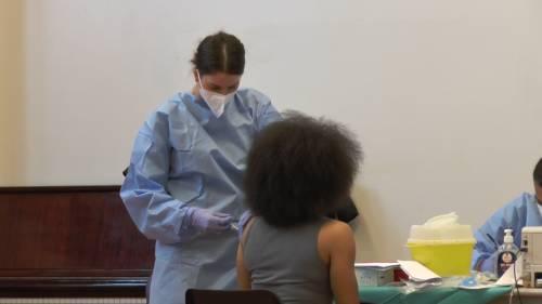"""Vaccini, è caos. E Speranza chiama la Moratti: """"Fate dosi eterologhe"""""""
