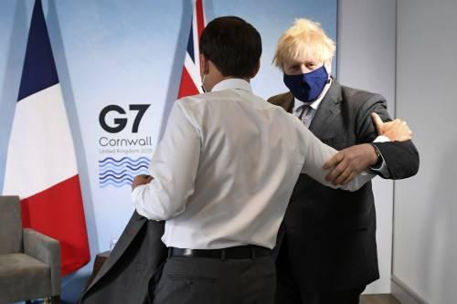 """Johnson sfida l'Europa: """"Pronti a tutto sull'Irlanda del Nord"""""""