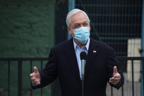 Il record di vaccini non frena i nuovi contagi. Santiago torna in lockdown come tre mesi fa