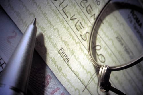 Attenzione agli assegni: chi rischia col Fisco