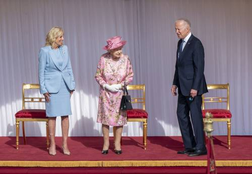 "La gaffe di Biden: ""La regina Elisabetta mi ricorda mia madre"""