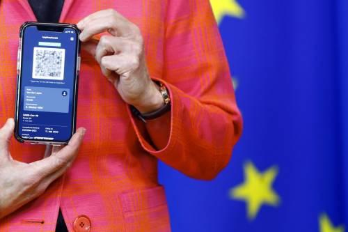 Draghi firma l'ok per il green pass: come ottenerlo, chi controlla e a cosa serve