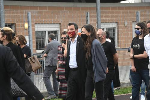 """""""Una passerella"""", """"Vergognati"""": la compagna di Salvini asfalta la Lucarelli"""