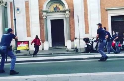 Statue sfregiate e gesti choc: chi è il ghanese fermato a Roma