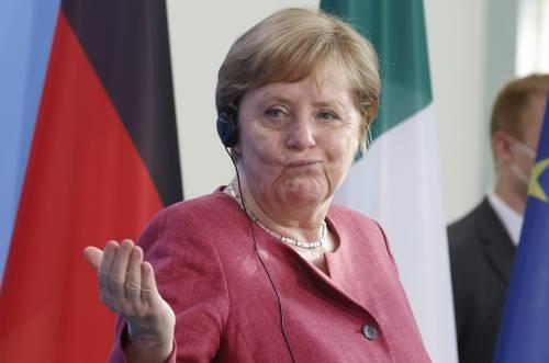 Olio puzzolente su Merkel, migranti in fuga e Grillo: quindi, oggi...