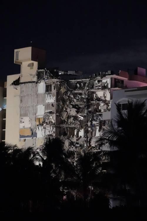 Paura a Miami: crolla un palazzo di 12 piani