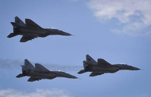 Messaggio di Putin alla Nato: si muovono caccia e bombardieri