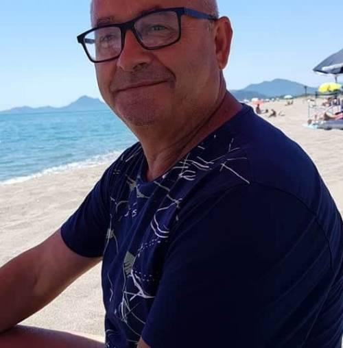 Sardegna, si tuffa in mare per salvare la figlia e le amiche ma muore per lo sforzo