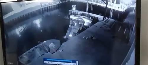 I tedeschi barcollano e cadono: video choc del motoscafo