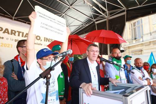 La minaccia dei sindacati: stop licenziamenti per 4 mesi
