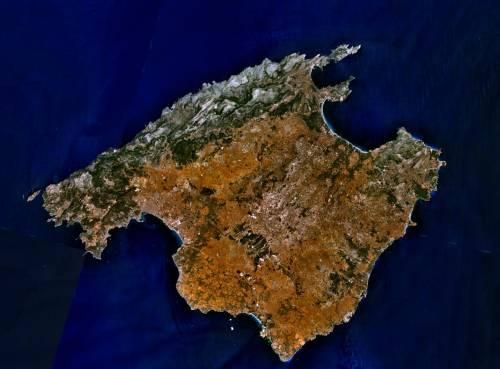Scoppia il maxi focolaio sull'isola delle vacanze